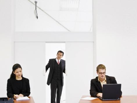 Как агенты уводят и разводят клиентов